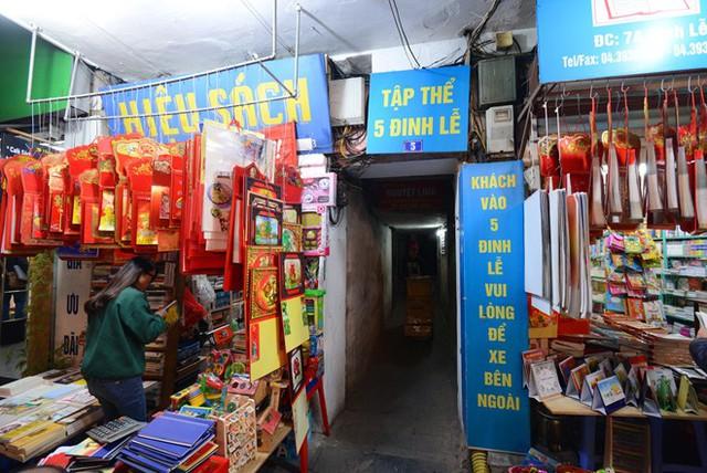 Phố Đinh Lễ - không gian văn hóa, tri thức đã gắn bó với người Hà Nội hơn 20 năm nay.