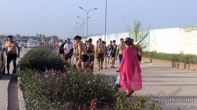 Hạ Long: Lao ra biển từ sáng sớm tránh nóng 40 độ - ảnh 3