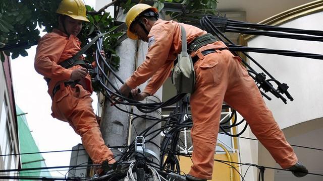 Ngành điện tăng cường kiểm tra giám sát an toàn điện (ảnh: Hoa Việt Cường)