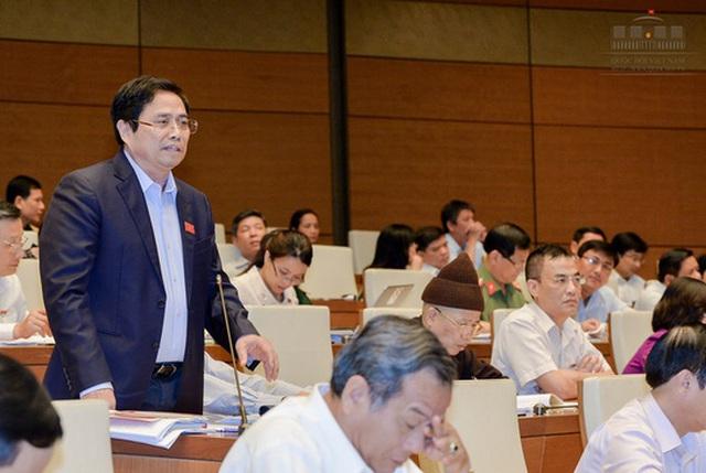 Ông Phạm Minh Chính đề cập tới vấn đề tinh giản biên chế trong 2 năm sẽ tiết kiệm được 20.000 tỉ đồng - Ảnh: Quochoi