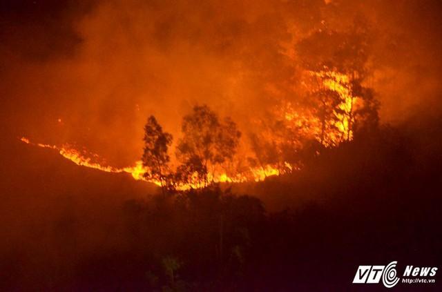 Nguyên nhân cháy rừng phòng hộ Sóc Sơn là do nắng nóng kéo dài nhiều ngày.