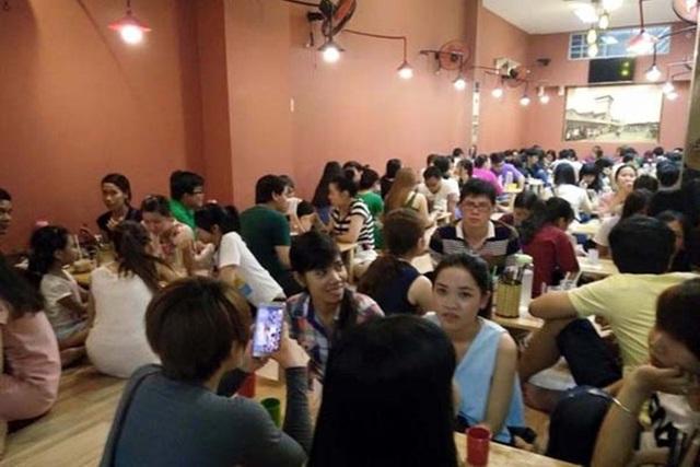 Cảnh tượng đông ngộp thở ở các quán mỳ cay.