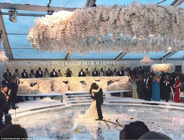 Khung cảnh lễ cưới xa hoa của con trai tỷ phú giàu có người Nigeria.