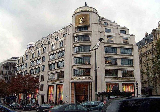 Những hàng hóa xa xỉ phẩm như túi xách Louis Vuitton không còn là biểu tượng của giới tinh hoa nước Mỹ.