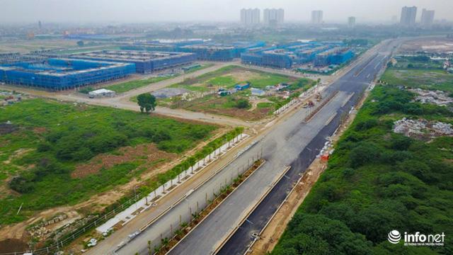 Tuyến đường Nguyễn Xiển nối sang Xa La (Hà Nội) bắt đầu khởi công từ giữa năm 2014 với tổng mức đầu tư 1.475 tỷ đồng, đây là dự án giúp kết nối ba quận: Thanh Xuân - Hoàng Mai - Hà Đông.