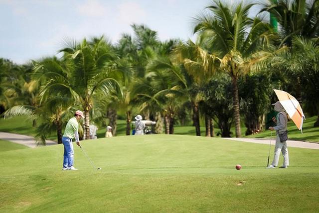Các chủ đầu tư xin đất để xây sân golf nhưng chủ yếu kiếm lợi từ các bất động sản đi kèm Ảnh: HOÀNG TRIỀU