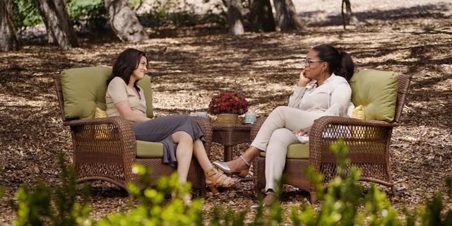 Sheryl Sandberg và Oprah Winfrey trong buổi trò chuyện.