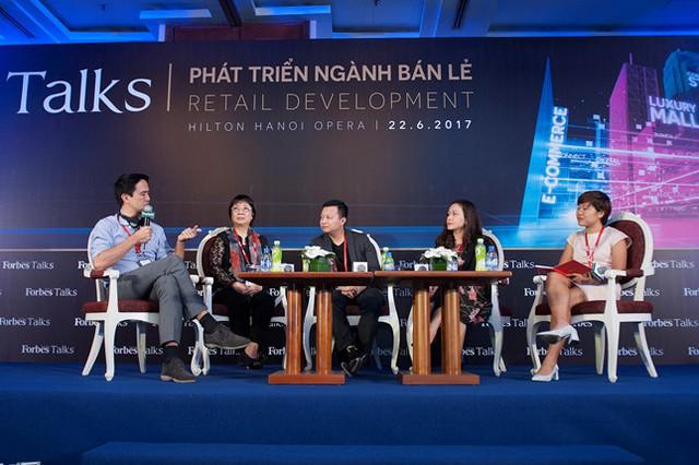 Các khách mời tham gia thảo luận tại Forbes Talk Phát triển ngành bán lẻ