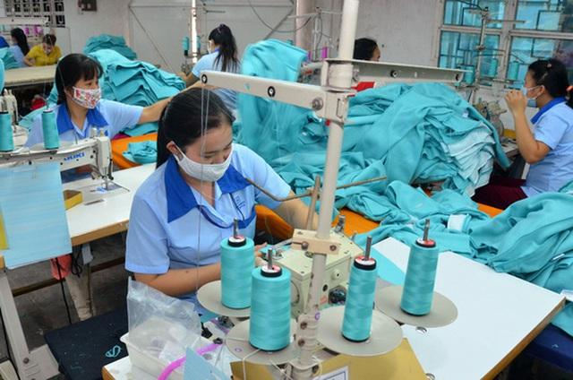 Giai đoạn 2016-2018, TP HCM tiếp tục cổ phần hóa 51 doanh nghiệp nhà nước. Trong ảnh: Hoạt động sản xuất tại Công ty CP Sản xuất - Thương mại May Sài Gòn Ảnh: TẤN THẠNH