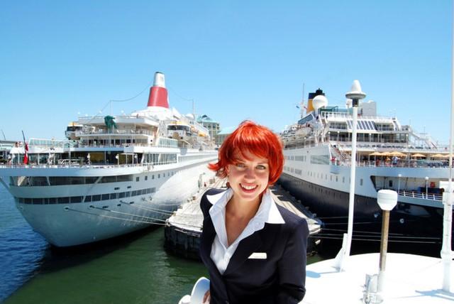 Nhân viên trên du thuyền quốc tế: Việc xa nhà thường xuyên có thể là trở ngại với nhiều người, nhưng bù lại đây là cách tuyệt vời giúp bạn tiết kiệm chi phí mà vẫn có thể du lịch vòng quanh thế giới.