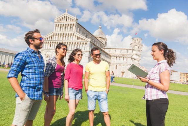 Hướng dẫn viên du lịch: Nếu bạn có thể nói được nhiều hơn 1 ngôn ngữ thì trở thành hướng dẫn viên du lịch là một lựa chọn khả thi. Không chỉ truyền cảm hứng du lịch cho người khác mà bạn còn học được nhiều điều thú vị từ đó.
