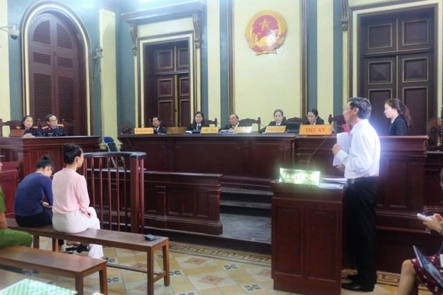 Luật sư Phạm Công Hùng trong phiên tòa ngày 23-6. Ảnh: HOÀNG YẾN