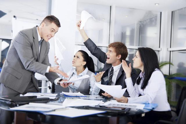 Đừng bao giờ than phiền về công việc với đồng nghiệp.