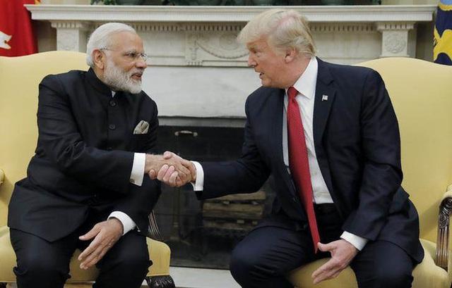 Tổng thống Mỹ Donald Trump (phải) tiếp Thủ tướng Ấn Độ Narendra Modi tại phòng Bầu dục ngày 26/7 (Ảnh: Twitter)