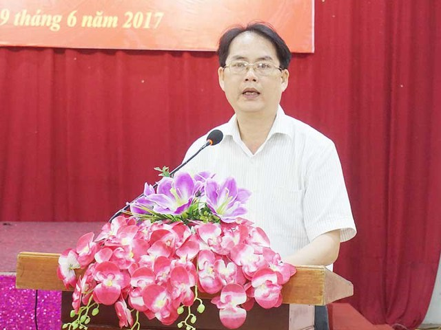 Ông Võ Văn Ngọc, Phó Giám đốc Sở TN&MT tỉnh Nghệ An, trả lời 1 vài câu hỏi của báo chí. Ảnh: ĐẮC LAM