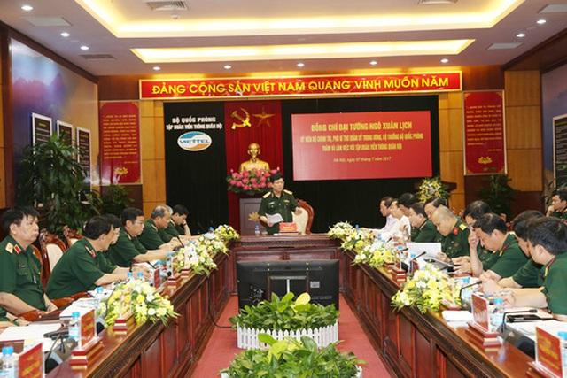 Đại tướng Ngô Xuân Lịch, Bộ trưởng Bộ Quốc phòng, làm việc với Viettel sáng ngày 7-7