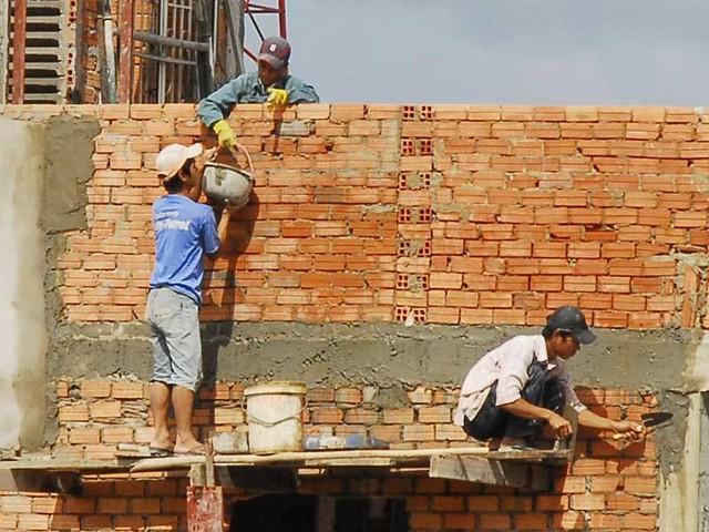 Nhà ở hiện hữu trong quy hoạch, nếu tồn tại trước ngày 1-7-2006, không tranh chấp, khiếu nại thì được sửa chữa theo hiện trạng hoặc xây dựng mới, quy mô tối đa ba tầng. Ảnh: HTD