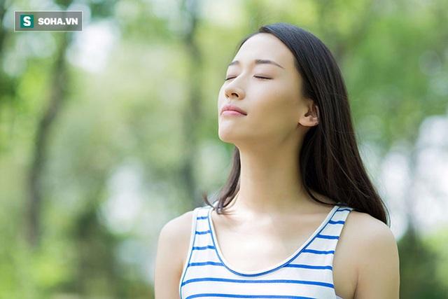 Hít thở sâu là cách để giảm độc tố cho phổi.