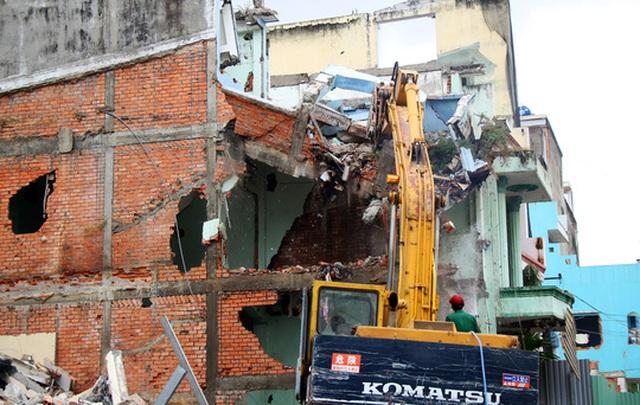 26 căn nhà cuối cùng trong khu vực chung cư Cô Giang được tiến hành tháo dỡ để bàn giao mặt bằng cho chủ đầu tư.