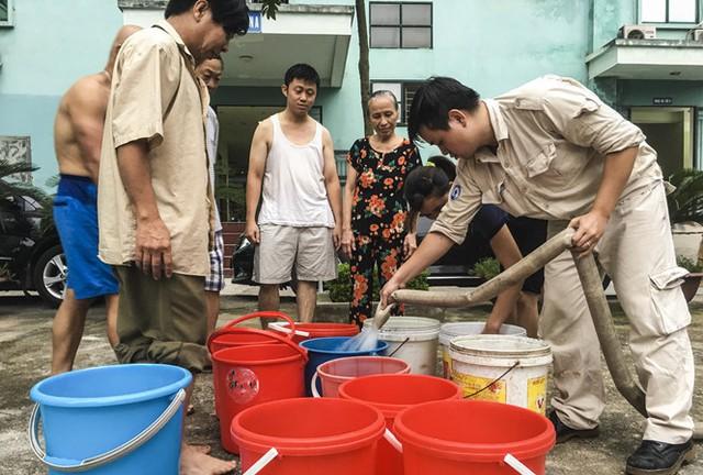 Trong khi người dân ở nhiều khu vực liên tục bị ảnh hưởng bởi việc mất nước, thiếu nước nhưng dự án các con phố ống nước Sông Đà số 2 vẫn không biết ngày đã đi vào hoạt động.