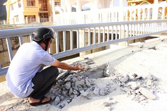 Một công trình thủy lợi do Công ty Thủy Lợi Nam Khánh Hòa quản lý bị hư hỏng nặng chưa được sửa chữa, trong khi công ty này chỉ lập khống hồ sơ để rút tiền nhà nước. Ảnh: QĐ