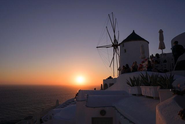 Santorini lạ lẫm khi màn đêm buông xuống