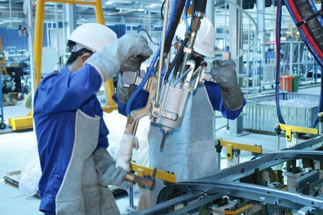 Lao động ngành cơ khí có thêm nhiều cơ hội việc làm trong tháng 8-2017