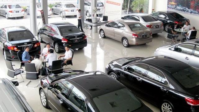 Các đại lý từ xe sang đến xe bình dân đều gặp khó khăn