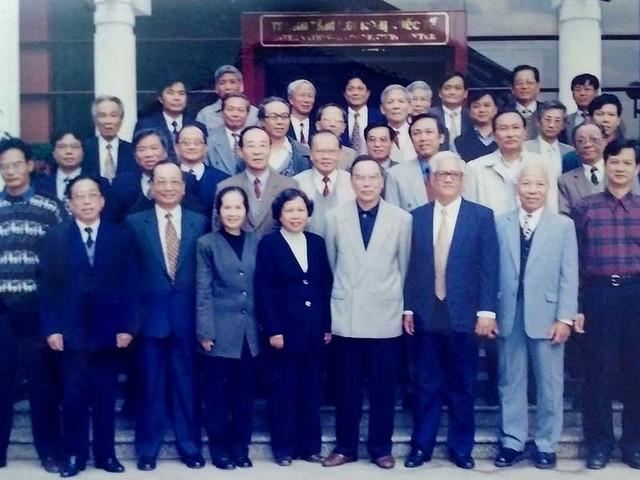 Thủ tướng Phan Văn Khải và Ban nghiên cứu.