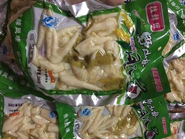 Dù xuất hiện ở Việt Nam khá lâu nhưng gần đây, món chân gà muối cay Trung Quốc trở thành món ăn hot