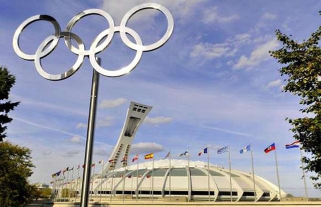 <b></div><div></div></div><p> </p>Sân vận động Olympics Montreal, Canada: 1,4 tỷ USD</b><p>Sân vận động Olympics Montreal tại thành phố Montreal được coi là một trong những công trình lãng phí nhất thế giới. Do chồng chất rắc rối, sân vận động này thậm chí không kịp hoàn thành để phục vụ Thế vận hội Olympic năm 1976 diễn ra tại Canada. Công trình có chi phí khổng lồ tương đương 1,4 tỷ USD theo tỷ giá hiện nay.</p><p>Dù không kịp cho thế vận hội, sân vận động này vẫn được tiếp tục xây dựng cho tới năm 1987 khi phần mái được hoàn thành,. Tuy nhiên, công trình này sau đó bị huỷ hoại vài lần và thậm chí sập một phần vào năm 1999. Trong nhiều năm, sân vận động này tìm đủ cách để thu hút người thuê nhưng không có thêm bất cứ hợp đồng cố định nào kể từ năm 2004.