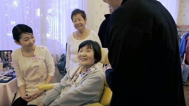 Bà Teruko tại salon làm đẹp trong viện dưỡng lão Orix.