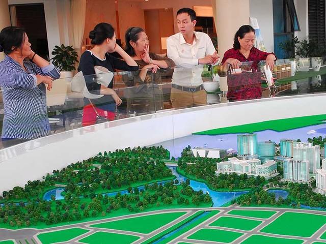 Việc thế chấp nhà trong tương lai còn gặp nhiều khó khăn. Trong ảnh:Giao dịch bất động sản tại khu đô thị Sala, quận 2, TP.HCM. Ảnh: HTD