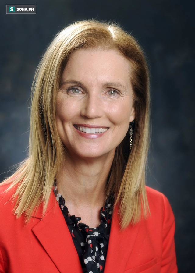 Tiến sĩ Donna K. Arnett.