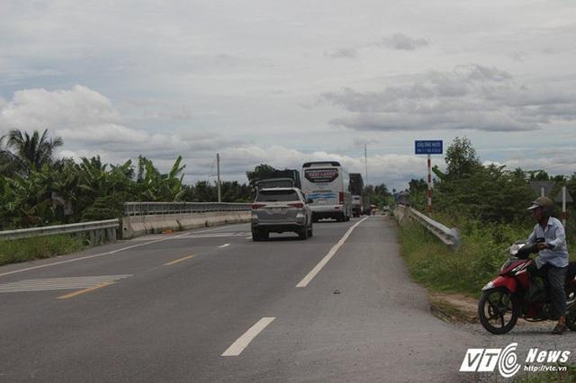 Cầu Ông Mười là cầu đầu tiên trong 5 cây cầu được xây dựng trên tuyến đường tránh đi qua Thị xã Cai Lậy.