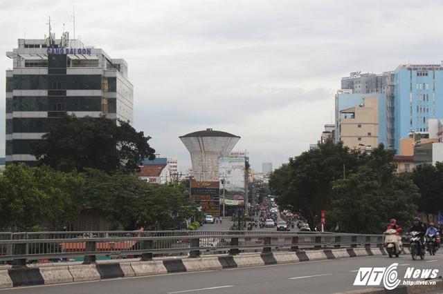 Những thủy đài bị bỏ hoang hiện đều nằm ở những vị trí đất vàng giữa trung tâm thành phố.