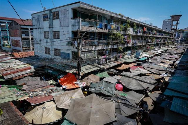 Chung cư Ấn Quang (quận 10, TPHCM), xây dựng từ năm 1965 đến nay đã cũ nát, xập xệ. Ảnh: Đ.A