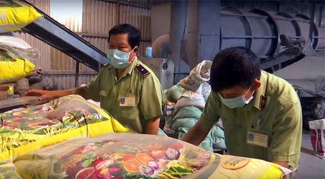 Ngành chức năng kiểm tra các cơ sở sản xuất, kinh doanh phân bón.
