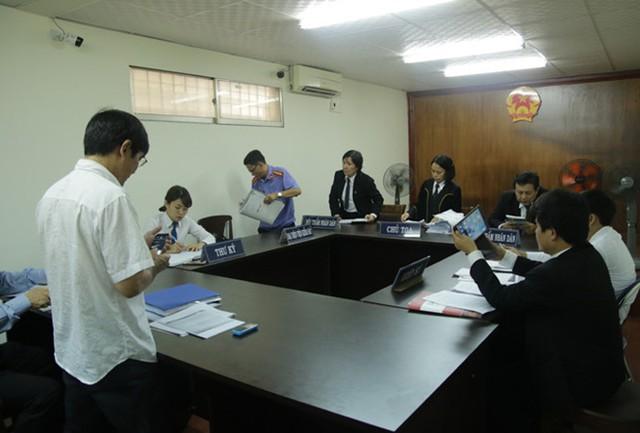 Phiên tòa sáng nay tại TP.HCM đã tạm hoãn. Ảnh: Tân Châu.