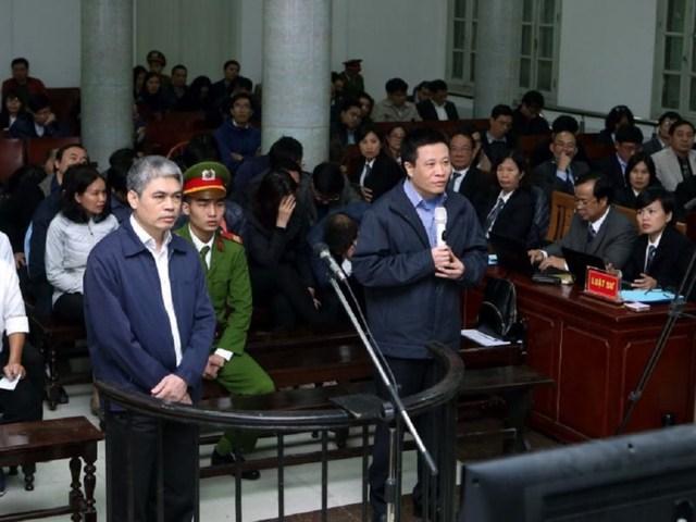 Hà Văn Thắm (phải) và Nguyễn Xuân Sơn tại phiên tòa hồi tháng 3-2017.Ảnh: TTXVN