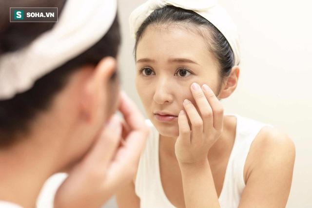 Nước ấm có thể giúp cơ thể loại bỏ được các độc tố, hồi phục các tế bào da và tăng cường độ đàn hồi của da