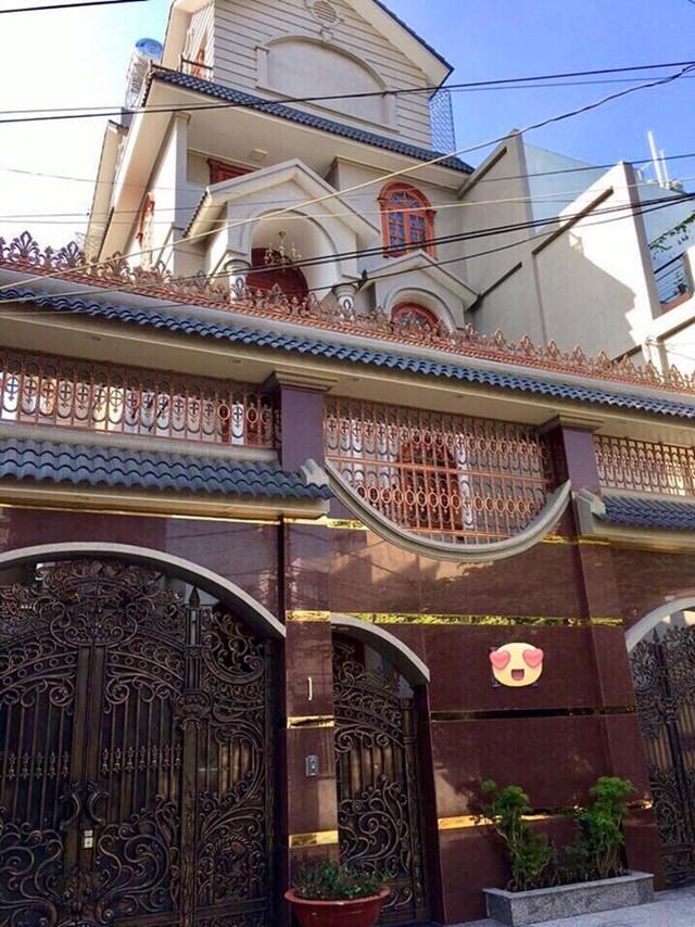 Theo giới thiệu của người đăng bán, căn biệt thự nằm trên đường Thân Nhân Trung, p13, Tân Bình (hẻm rộng 8m, có chỗ đậu ô tô, di chuyển thoải mái, cách Cộng Hoà 50m).
