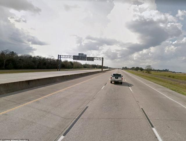 Đường cao tốc I-10 trước khi siêu bão Harvey đổ bộ.