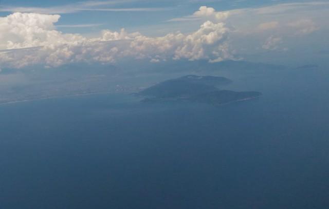 Toàn cảnh bán đảo Sơn Trà nhìn từ trên không. Ảnh: LÊ PHI