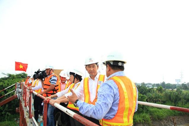 Phó Chủ tịch UBND TP Trần Vĩnh Tuyến kiểm tra thực địa dự án chống ngập ngày 28-8
