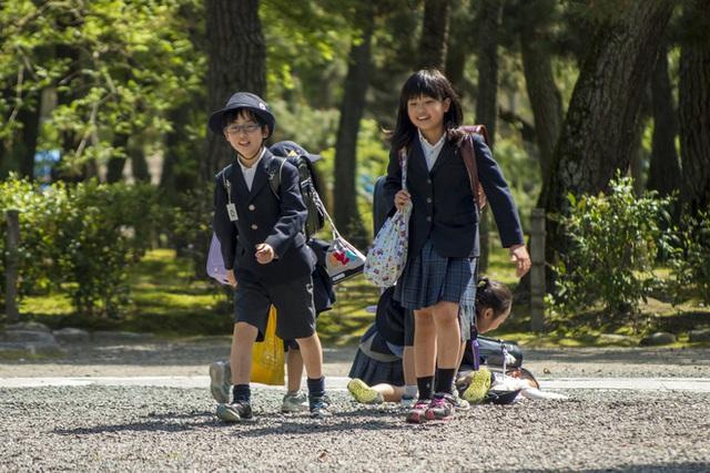 Hình ảnh những em bé Nhật Bản tự tin, độc lập, khỏe khoẳn và tràn đầy năng lượng tích cực luôn khiến cha mẹ ở khắp nơi trên thế giới thán phục và... tò mò. (Ảnh minh họa)