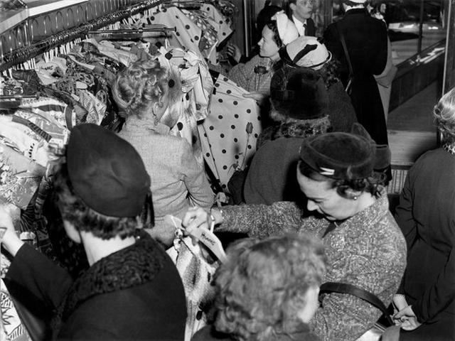 Cửa hàng đầu tiên của H&M được mở vào năm 1947, cách đây đúng 70 năm tại Västerås, Thụy Điển và chuyên bán đồ dành cho nữ.