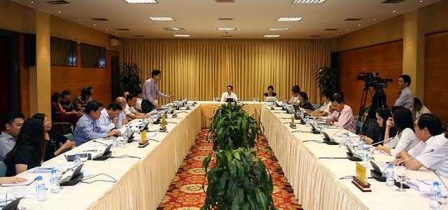Cuộc họp chiều 8/9 có sự tham dự của 9 hiệp hội, Phòng Thương mại và Công nghiệp Việt Nam, đại diện một số phòng thương mại và chuyên gia về thực phẩm. Ảnh: VGP/Đình Nam
