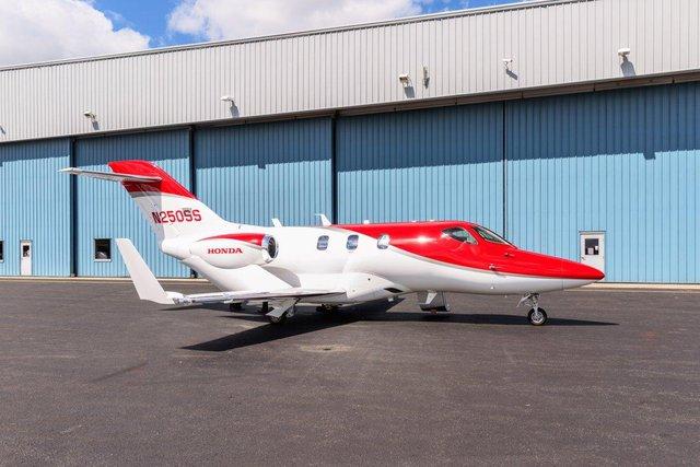 Nhìn tổng quan, HondaJet dài 12.99 m và cao 4.54m với sải cánh dài 12.12m.