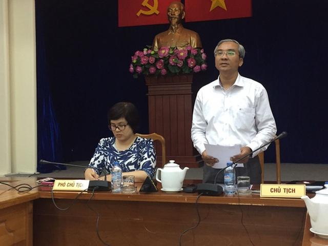 Ông Phạm Quốc Huy - Chủ tịch UBND quận 5, TP HCM - giải thích những vấn đề khiến tiểu thương chợ An Đông bức xúc